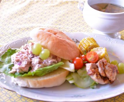 Lunchはツナサンドバーガー&soup