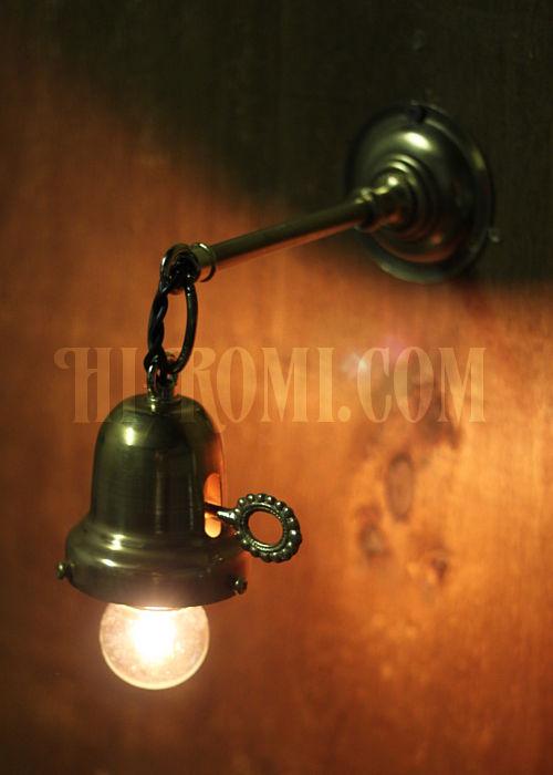 工業系鍵付きベル型シェードホルダー付真鍮ブラケットヴィクトリアンウォールランプ/壁掛け照明/インダストリアル