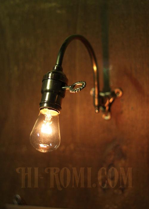 工業系ホブネイル鍵付き湾曲アーム真鍮ブラケット/インダストリアルウォールランプ/壁掛け照明