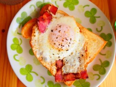 bacon eggs toast
