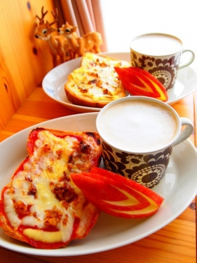 red&white cheese toast