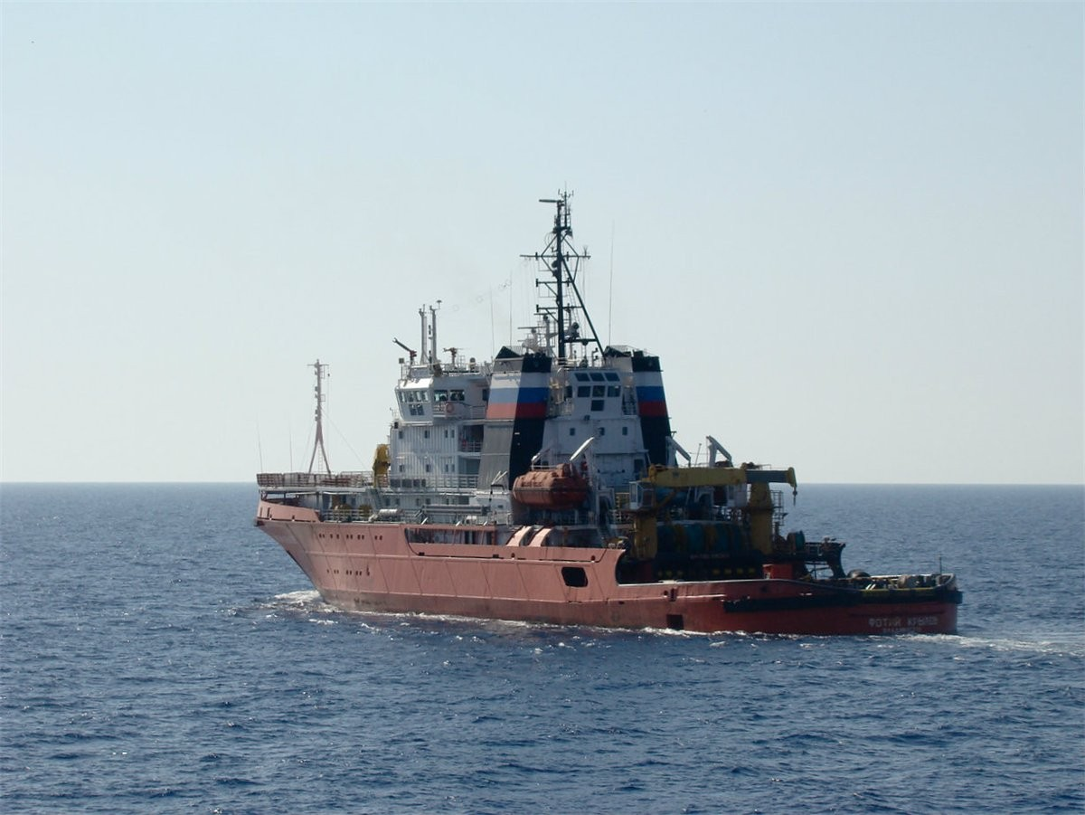 ロシア海軍太平洋艦隊の救助曳船...