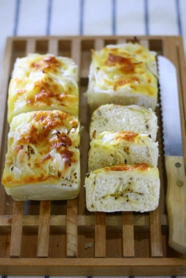 チーズオニオンブレッドa