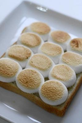 見目麗しいマシュマロトースト