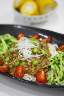 夏野菜のピリ辛ジャージャー麺風そうめん2