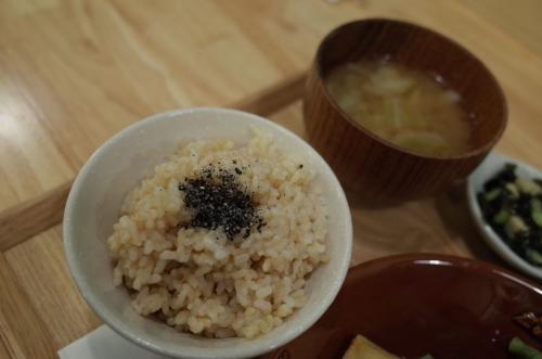 玄米ごはんと麦みそのお味噌汁