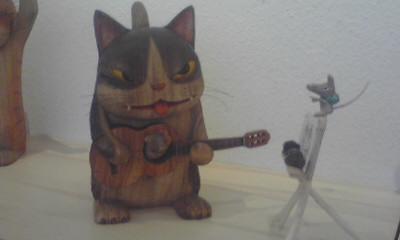 ギターを弾くワルいヤツ