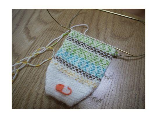 模様編み部分の編み方のみなので、 靴下自体の編み方はお好みで。 今回はWendys Detailed Toe,Up Sock Pattern ウェンディさんのつま先から編む靴下で編んでみます。