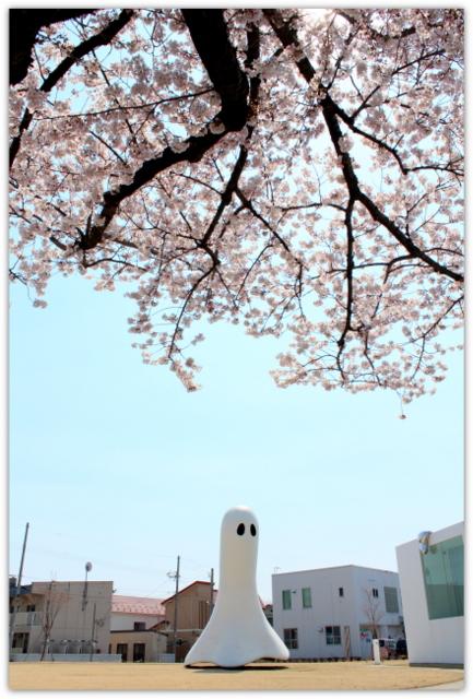 青森県 十和田市 十和田市現代美術館 アート広場 ストリートファニチャー 官庁街通り 桜 観光 写真 イベント