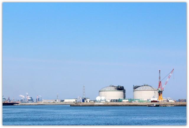 青森県 八戸市 海 港 八戸港 工業港 国際貿易港 うみねこ 写真 JX日鉱日石エネルギー八戸ターミナル LNGタンク 液化天然ガス