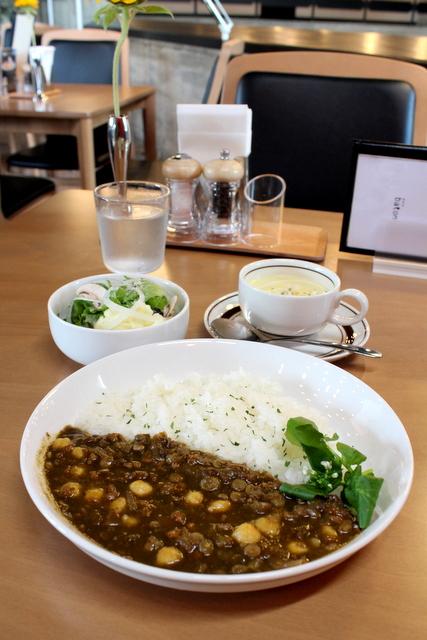 弘前市民会館 喫茶室 baton バトン 薬膳カレー サラダとスープセット