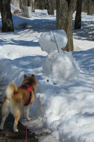 名残りの雪だるま