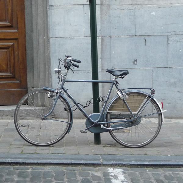 自転車の 東京バイク 自転車 レンタル : こういう自転車に乗った女性 ...