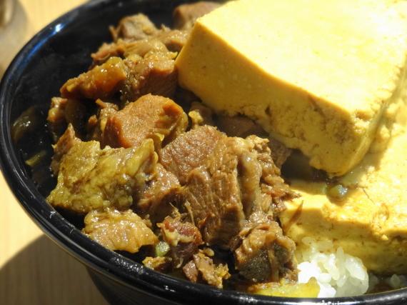 豆腐肉めし 牛肉拡大1