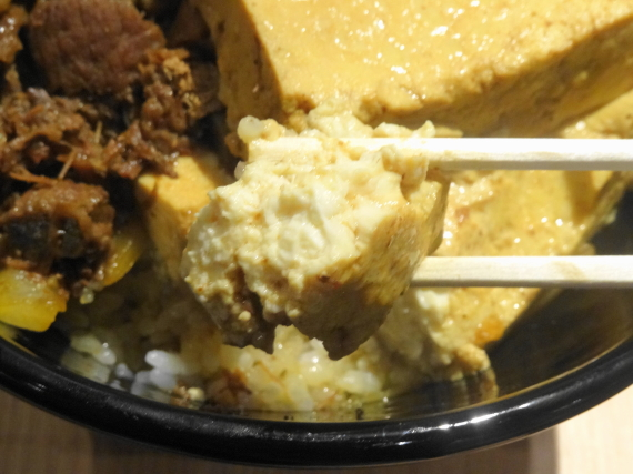 豆腐肉めし 豆腐拡大2