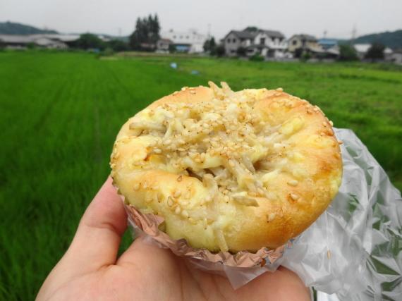 ごぼうパン1