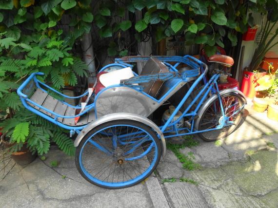 ハノイ・ハノイ 入口2 自転車?