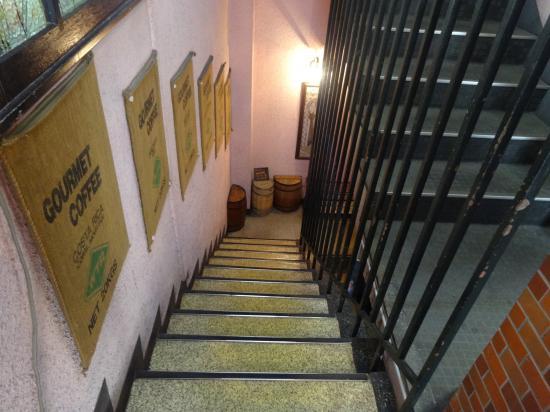 六曜館 階段