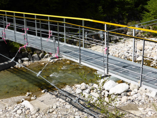 本谷堰堤の吊橋2