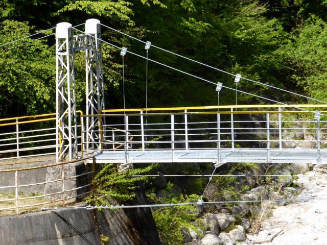本谷堰堤の吊橋3