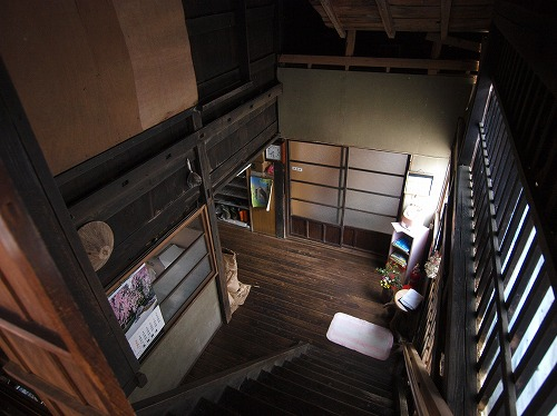 2階から1階を眺める