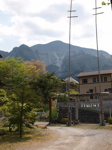 御嶽神社と武甲山
