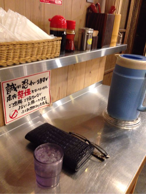 徳島ラーメンふく利 店内に雰囲気カウンター