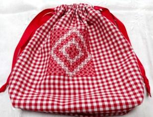 スペイン刺繍巾着2