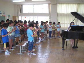 八条小学校 学校クラスコンサート 小さな世界