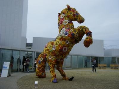 十和田市現代美術館① (400x300)