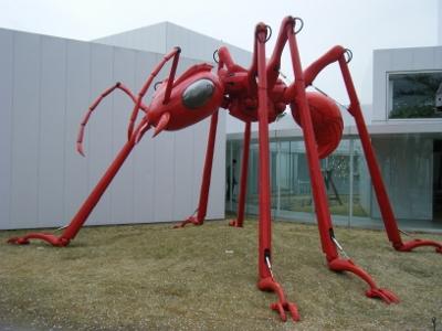 十和田市現代美術館③ (400x300)