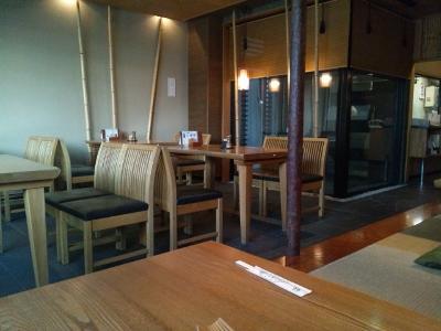 1階テーブル席 (400x300)