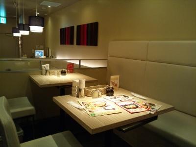 テーブル席 (400x300)