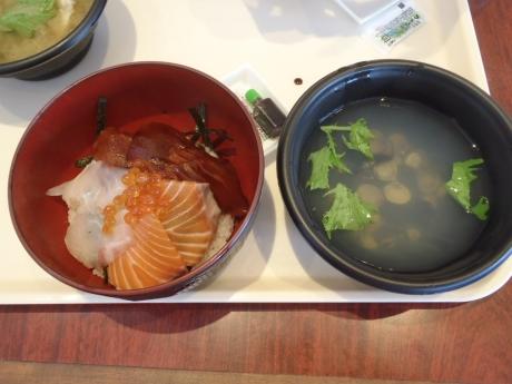 日替わり三色丼