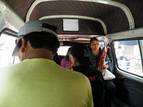 サカバ行きバス