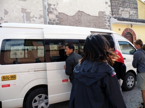 アヤクチョ ツアー バス