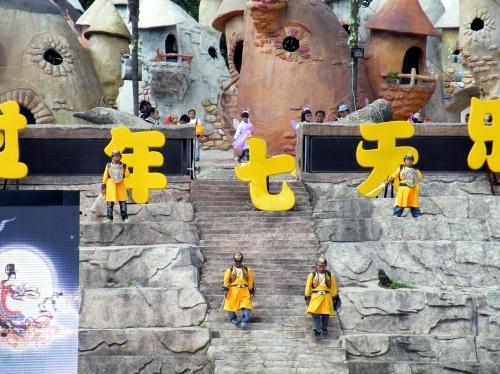 中国 テーマパーク B級 小人症