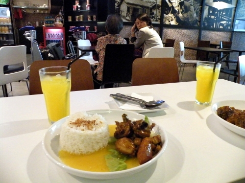 クアラルンプール 空港 ご飯