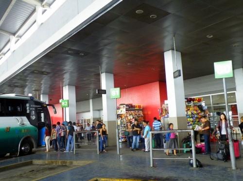 グアヤキル バスターミナル