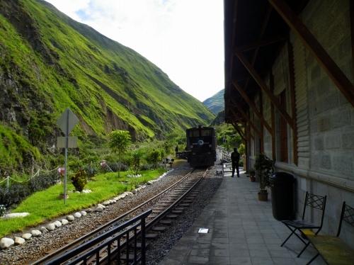 アンデス山脈 山岳鉄道 駅