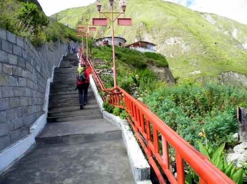 アンデス山脈 山岳鉄道 駅の階段