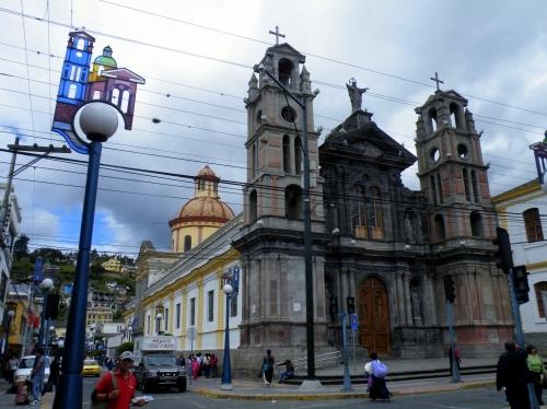 オタバロ 教会 Otabalo