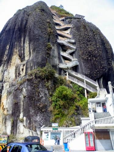 ラ・ピエドラ・デル・ペニョール La Piedra Del Penol