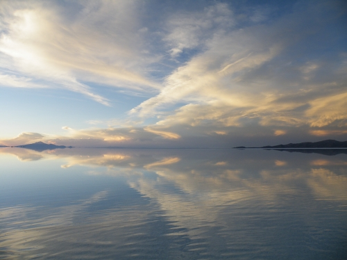 鏡張りウユニ塩湖