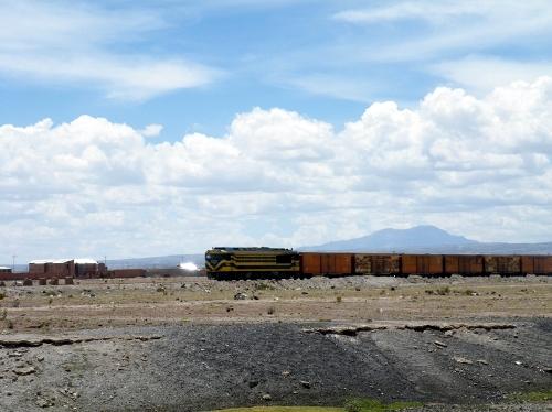 電車が走っている