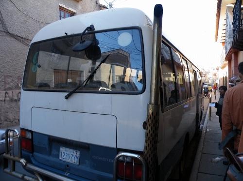 鉱山へはバスで