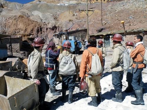 鉱山ツアー参加者