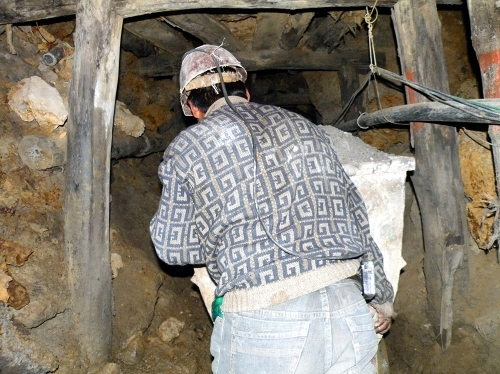 鉱山で働くおっちゃん