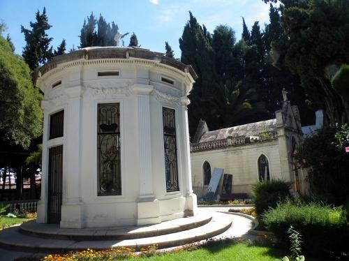 円錐状のお墓