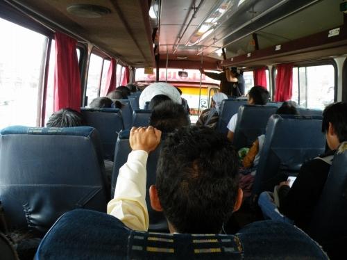 シペシペに向かうバス